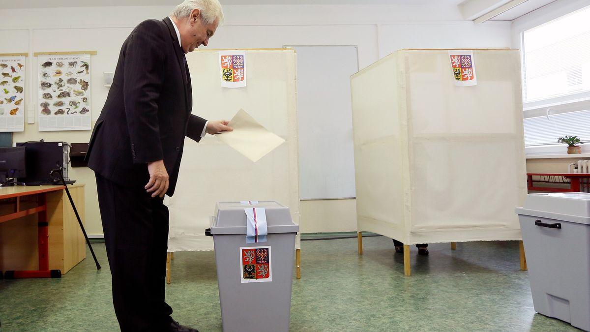 Glosa: Zeman přece může volit korespondenčně. Aha, vlastně ne