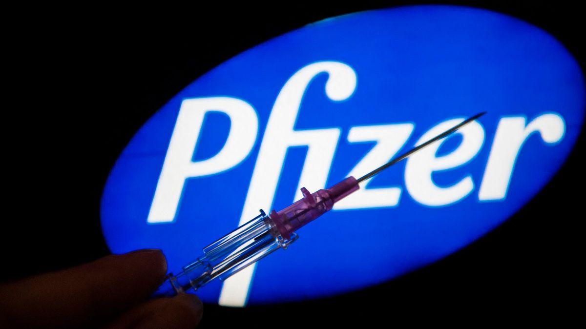 Pfizer vydal studii oefektivitě 3.dávky. Británie ji chce urychlit