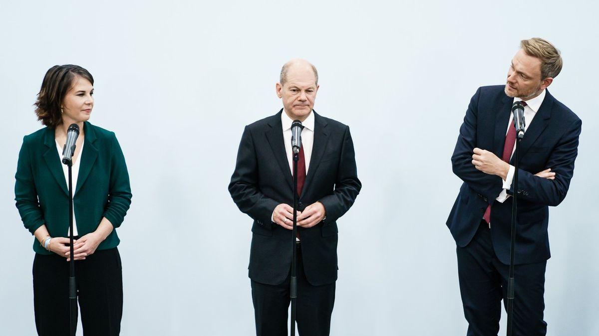 VBerlíně rozsvěcují semafor. Koaliční smlouvu bude ladit 300politiků