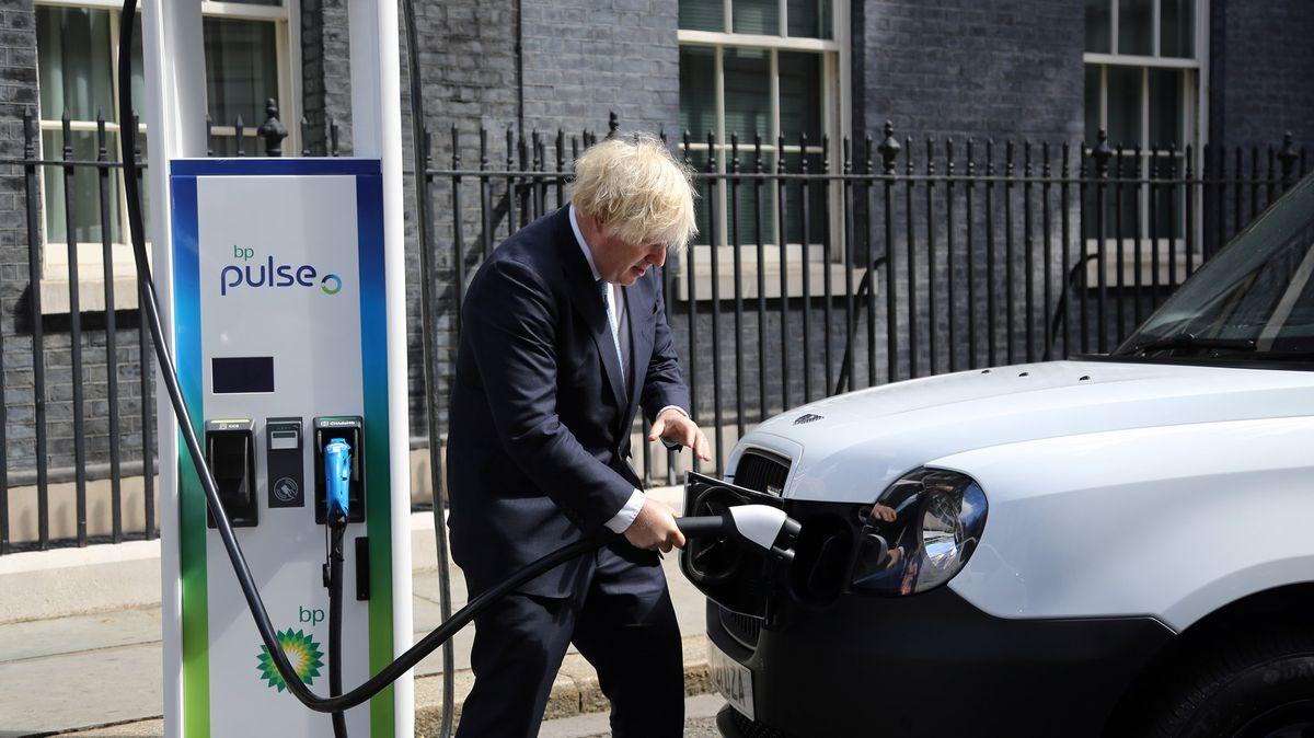 Zelené změny si vyžádají vyšší daně, připravuje ministr Brity