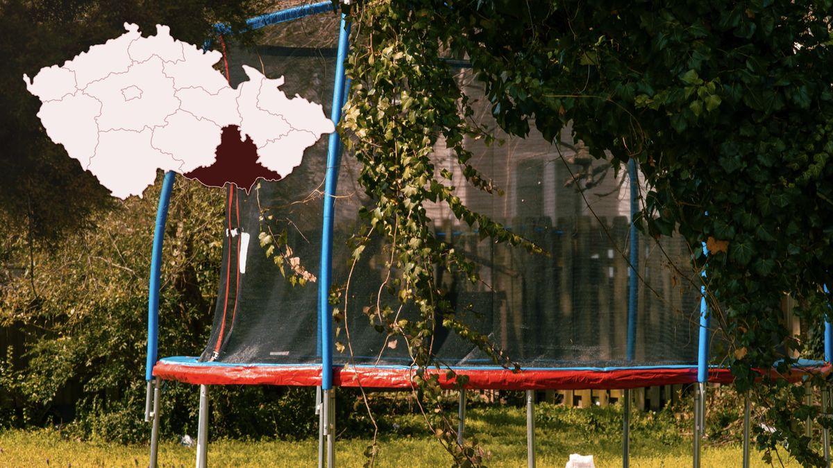 Chlapci se zranili na trampolíně. Podle lékařů podobných případů přibývá