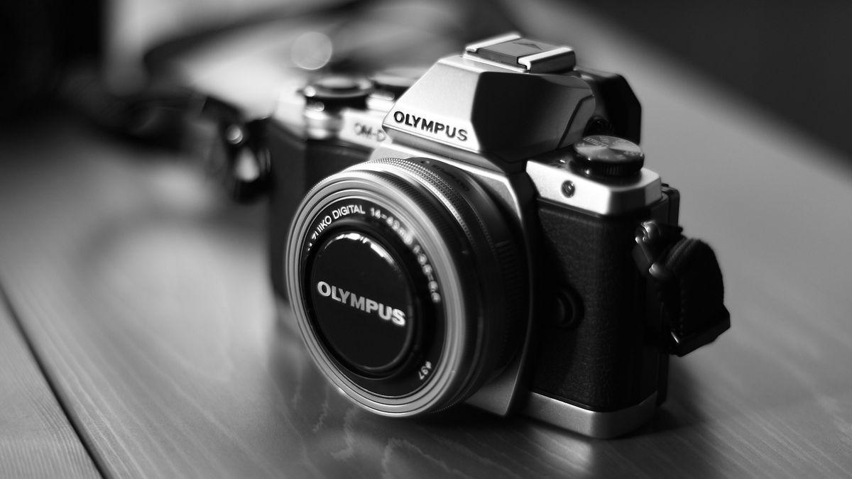 Olympus neustál digitální focení. Prodá svou výrobu fotoaparátů