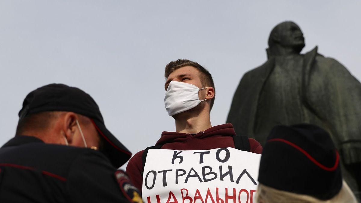 Němečtí lékaři dali zelenou převozu Navalného. Nízký cukr není diagnóza