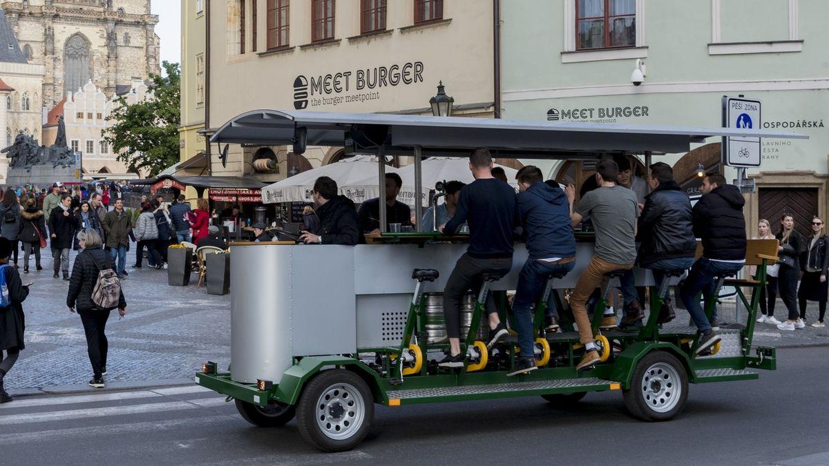 Praha má podle soudu pravomoc omezit provoz takzvaných pivních kol