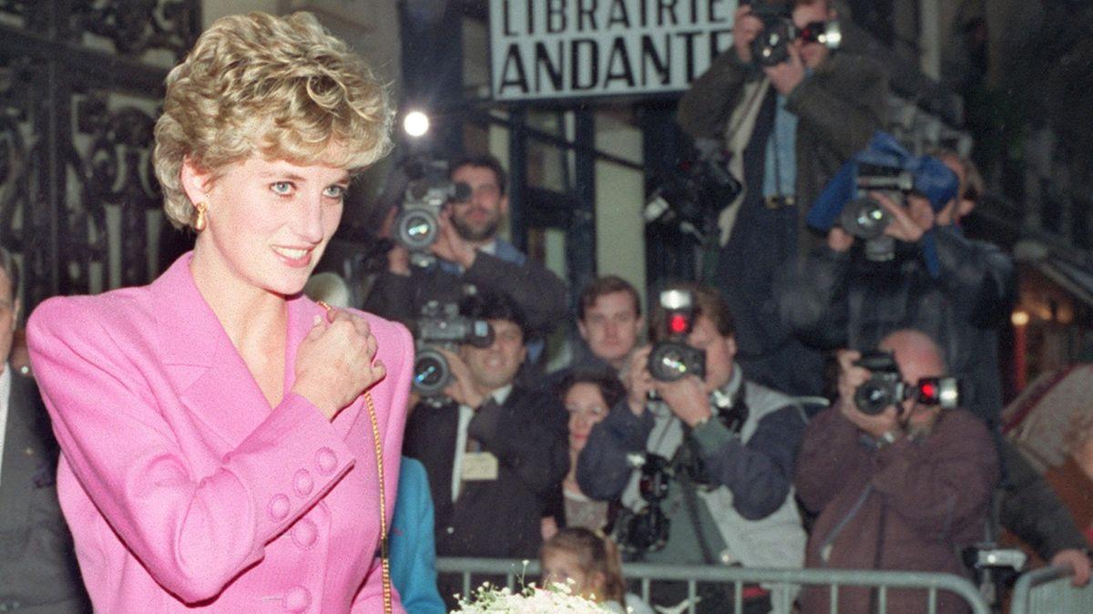 Fotoblog: Princezna Diana je znovu na scéně. Škoda, že neměla Instagram