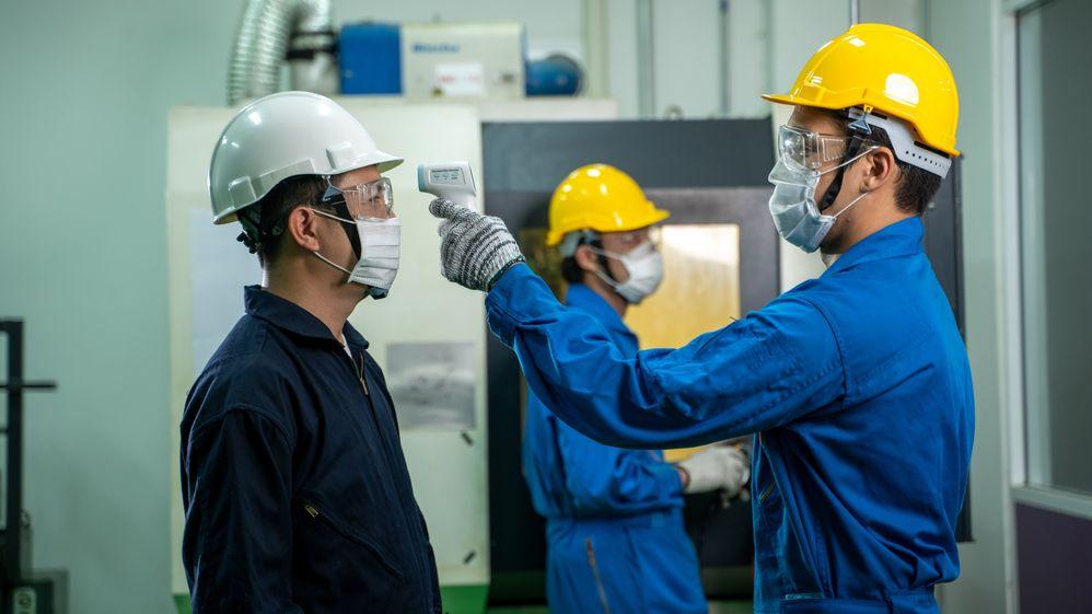 Čína je na cestě zkoronakrize. Aktivita továren byla nejvyšší za tři roky
