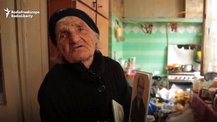 Video: Je jí 94let a stále uklízí ulice. Chci skončit jako vymačkaný citron, říká