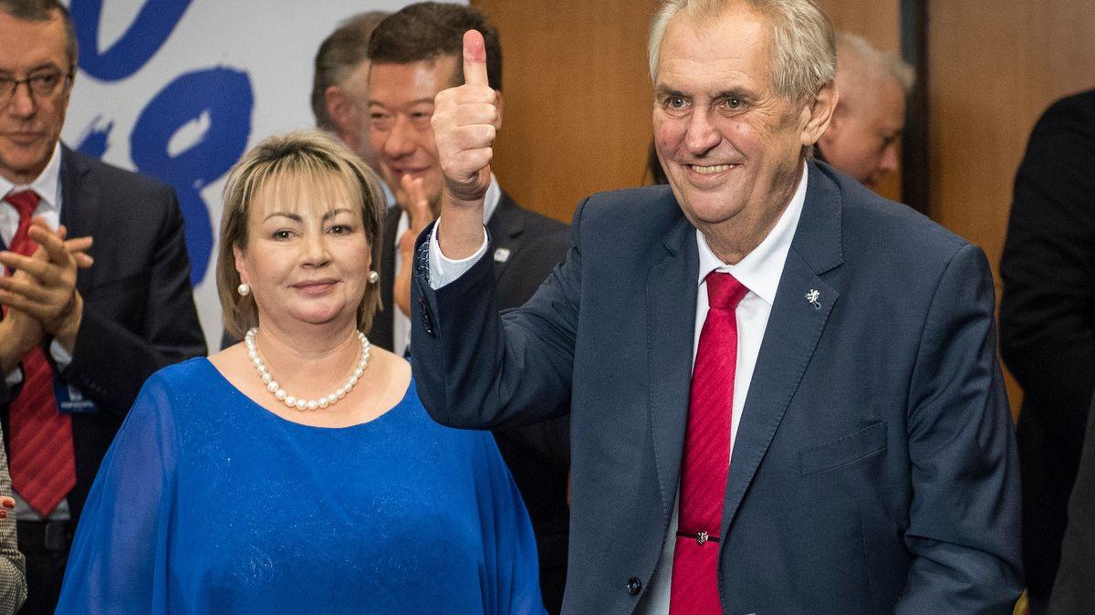 Před třemi lety Zeman podruhé vyhrál. Dnes se na podporu od něj stojí fronta