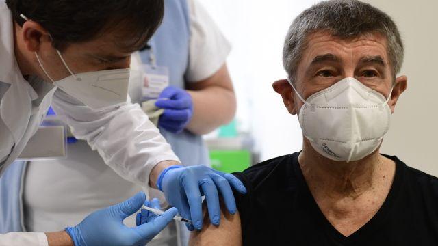 Babiš dostal druhou vakcínu. Registrace se neotevře pro nikoho kromě seniorů