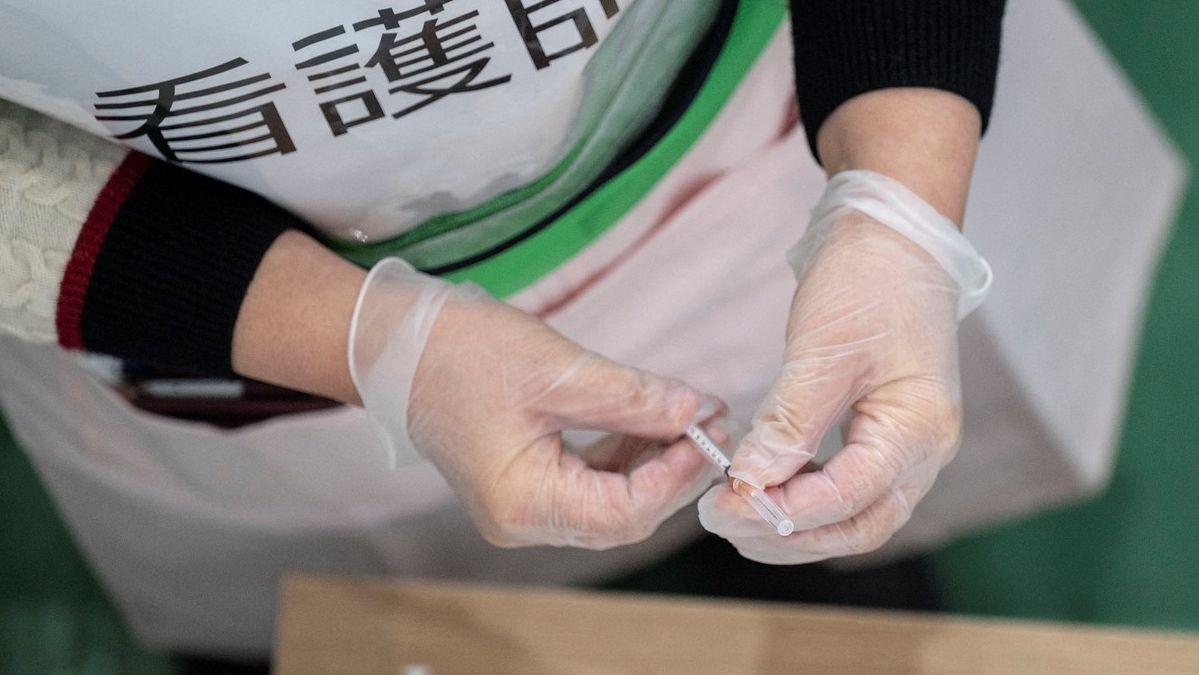 Injekční stříkačky– Japonsko 1:0. Miliony dávek vakcín jsou na odpis