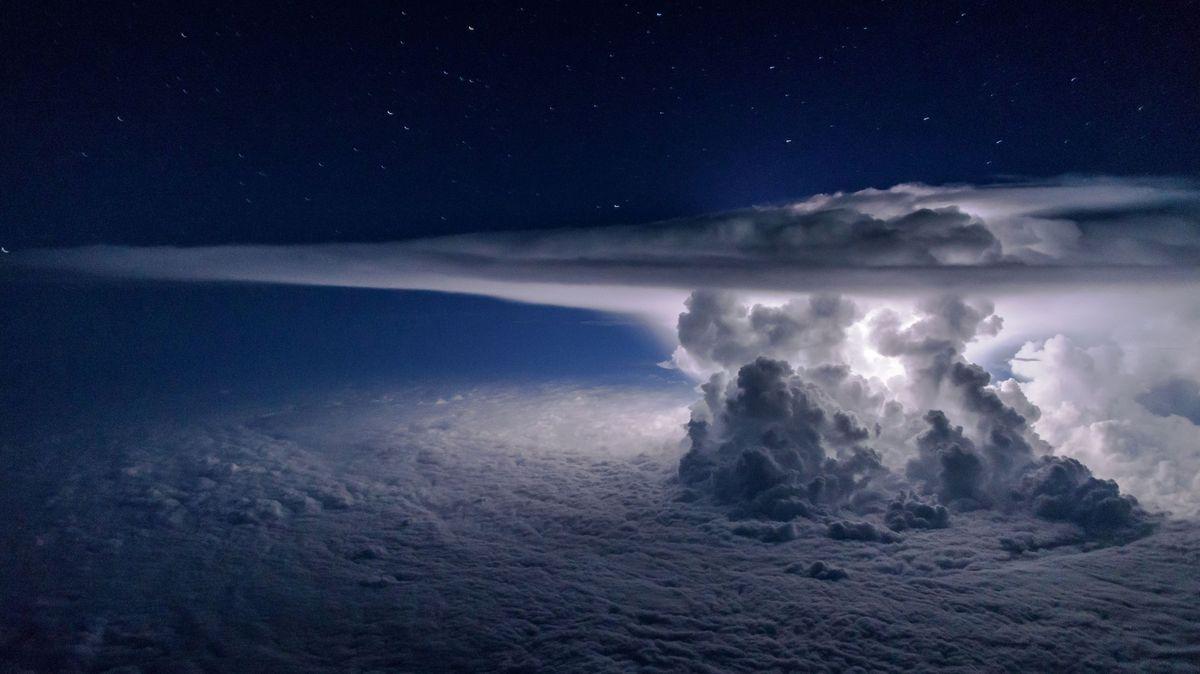 """""""Tropická porucha"""" zavinila superchladnou bouři a Země má teplotní rekord"""