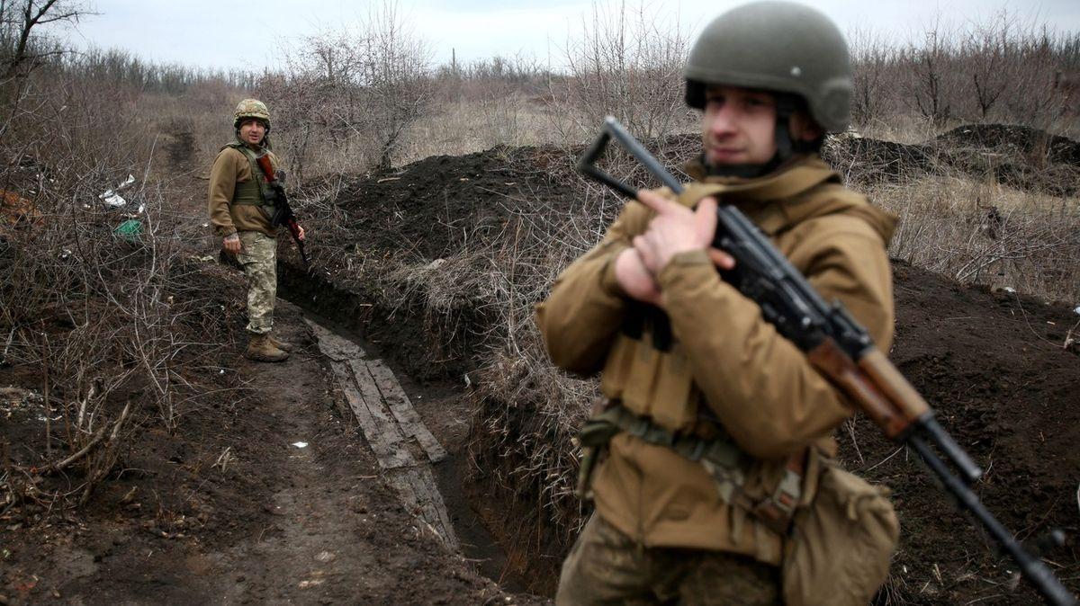 Ukrajina chce plán vstupu do NATO, Moskva oznámila bojové prověrky