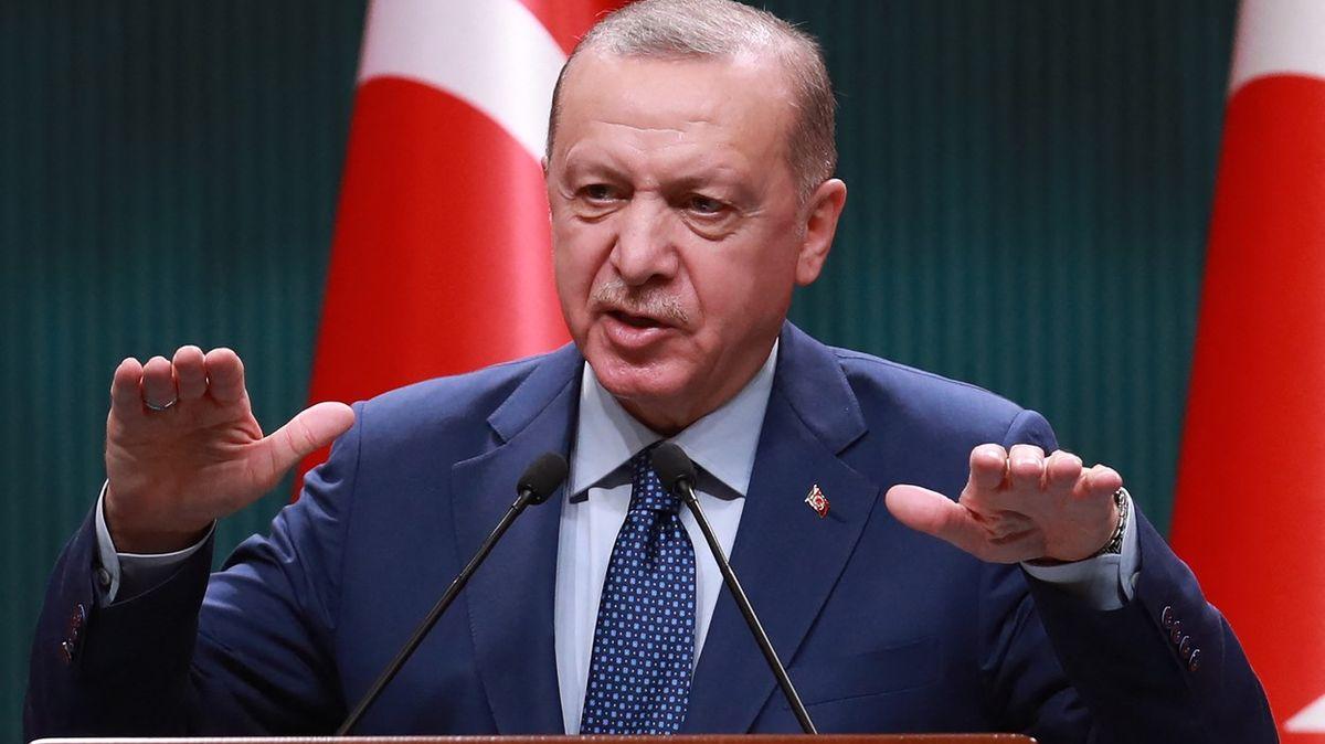 Sociální sítě jsou amorální, míní Erdogan. Země nastolila tvrdá pravidla