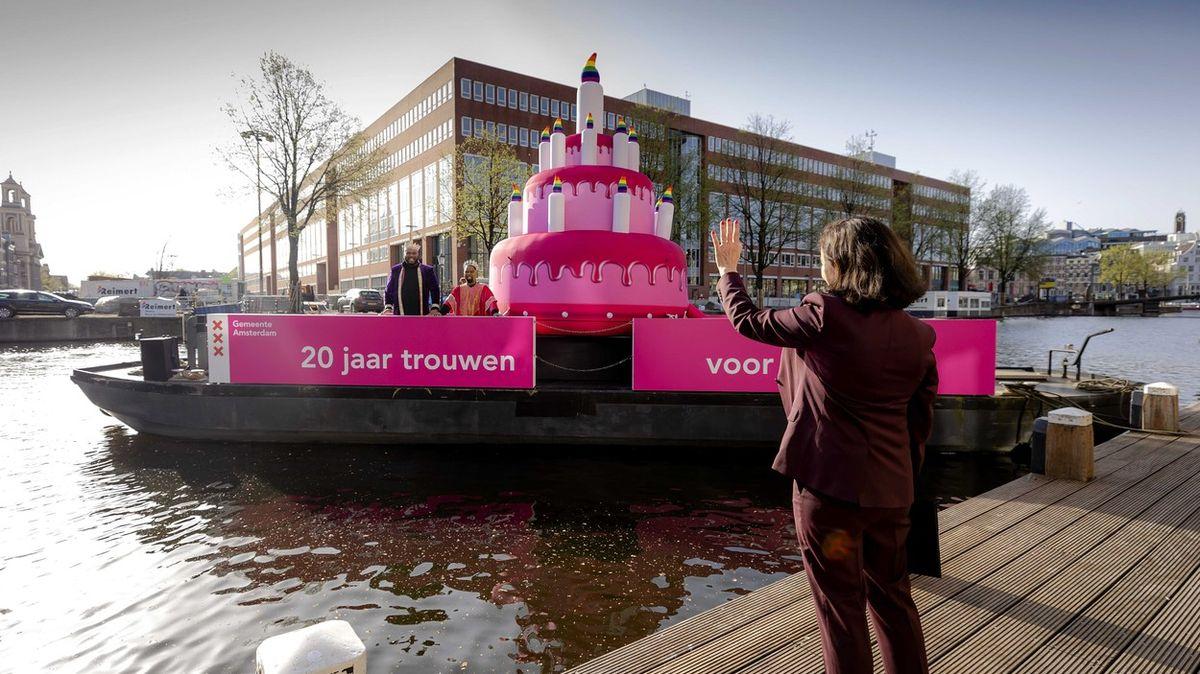 Manželství gayů a leseb oslavilo 20.výročí. Ve světě jde LGBT někdy oživot