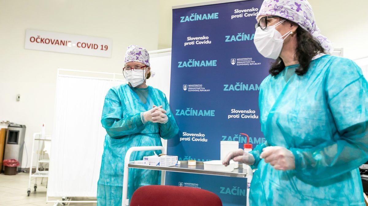 Slovensko na poslední chvíli zrušilo očkování teenagerů proti covidu-19