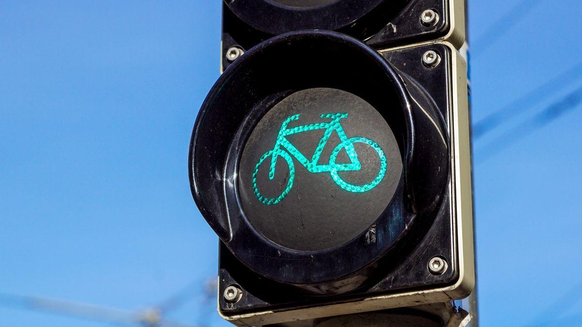 Nová pravidla na silnicích. 1,5metrový oblouk kolem cyklisty bude povinný