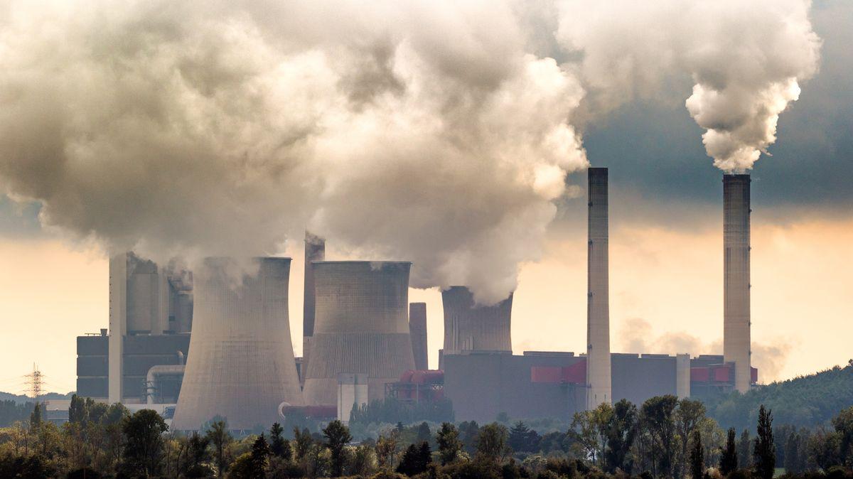 Cash Only: Uhlí jede naplno a Británie testuje udržitelnost zelené revoluce