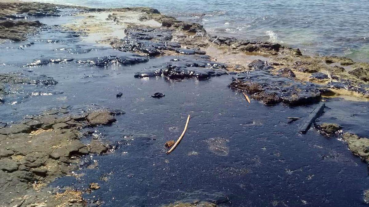 Kypr byl krůček od ekologické katastrofy. Ropná skvrna se začala vzdalovat