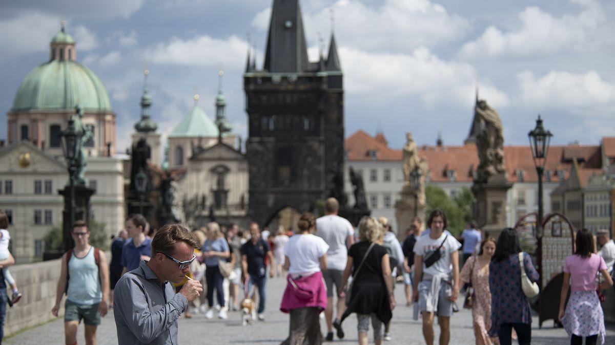 Cílení na zahraniční turisty se Praze vymstilo