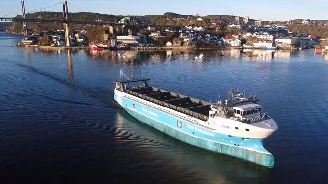 První elektrická kontejnerová loď bez posádky vypluje ještě letos
