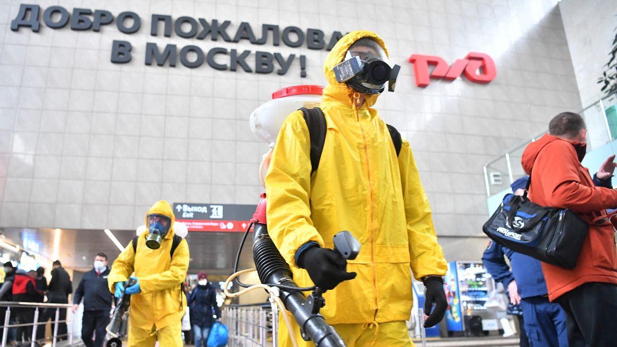 Komentář: Rusko zažívá covidové tsunami. ARusům je to fuk