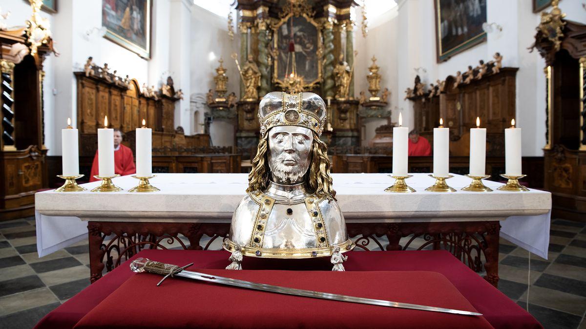 Obrazem: Pouť za mečem svatého Václava přilákala známé tváře