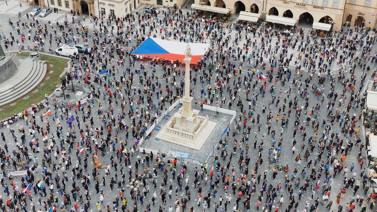 Letnou nahradil internet, Milion chvilek protestoval proti současnému dění