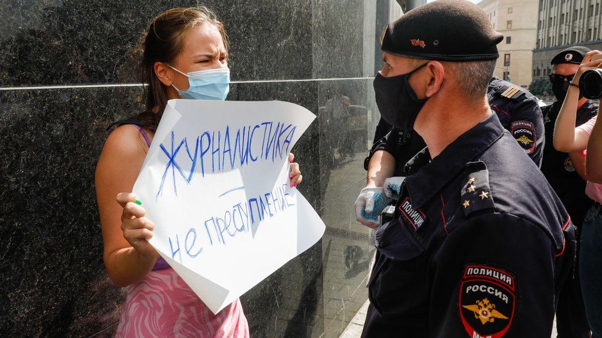 Vlastizrada a špionáž. Ruský novinář měl dát informace české tajné službě