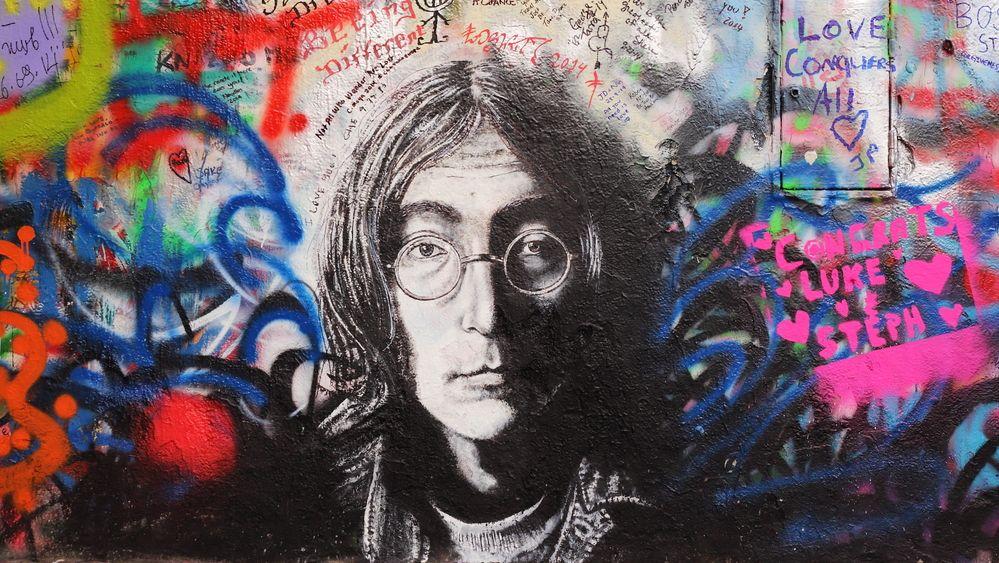 Love is all you need. Jak se Lennon propsal Čechům do omítky