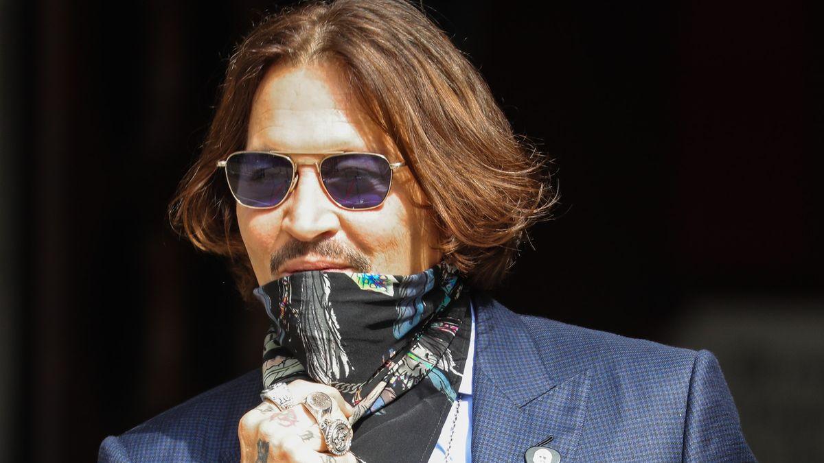 Blog: Smrdí teď Johnny Depp? Všem očividně ne