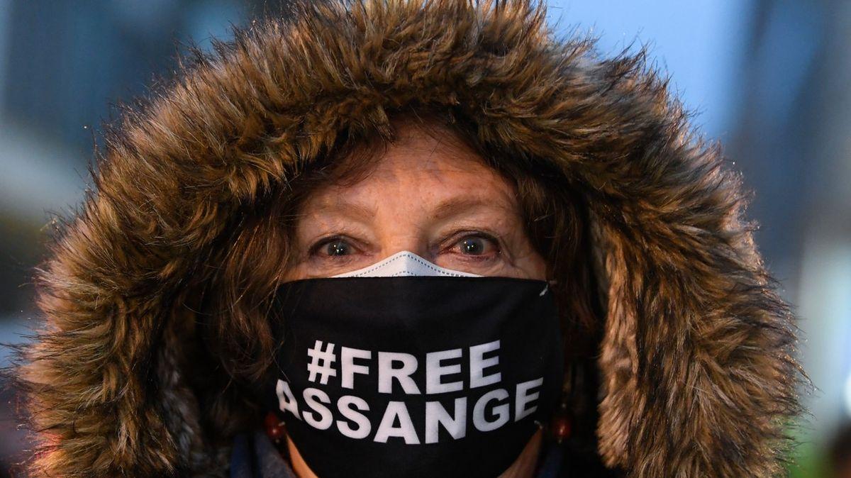 Zakladatel WikiLeaks Julian Assange zůstane ve vězení