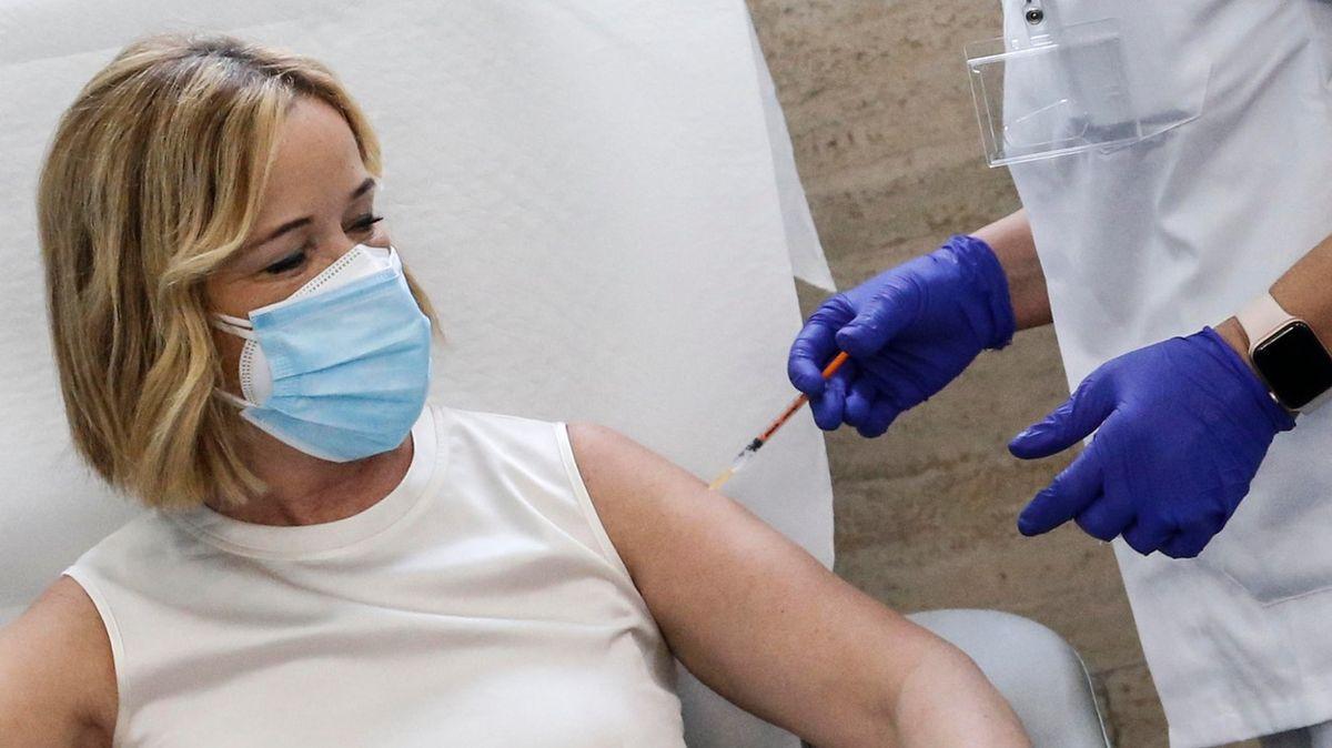 Zabržděné očkování proti covidu. VEvropě selhala příprava, komplikací byly isvátky