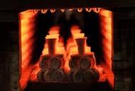 V peci vytopené na 970° C se předehřívají formy pro odlévání. Kdyby se roztavený kov nalil rovnou do studených forem, praskly by.
