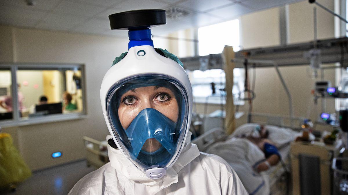 Extrémní zátěž zdravotníků bude mít dohru ipo pandemii, varuje psycholog