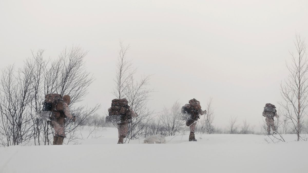 Nor se chtěl vyhnout karanténě, hranice se rozhodl překonat na lyžích