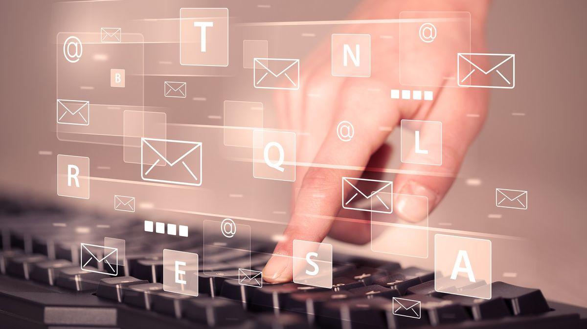 Dezinformátoři po Vrběticích rozpoutali proruskou e-mailovou smršť