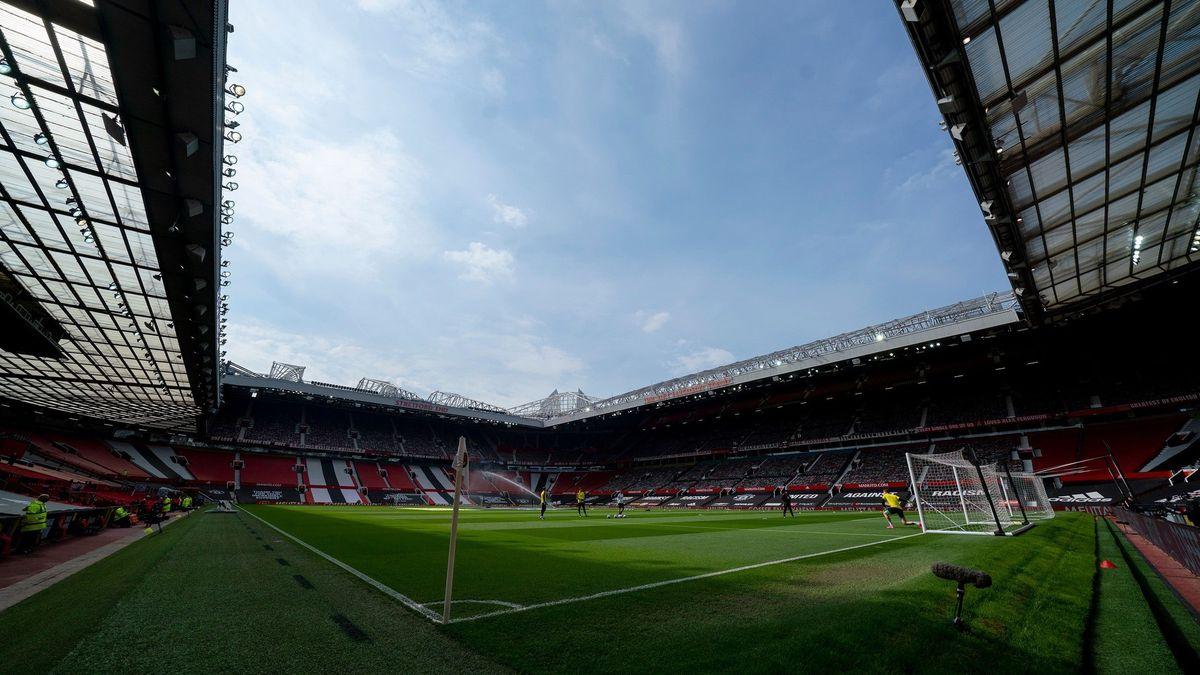 UEFA bojuje se Superligou. Inovuje formát Ligy mistrů a varuje hráče