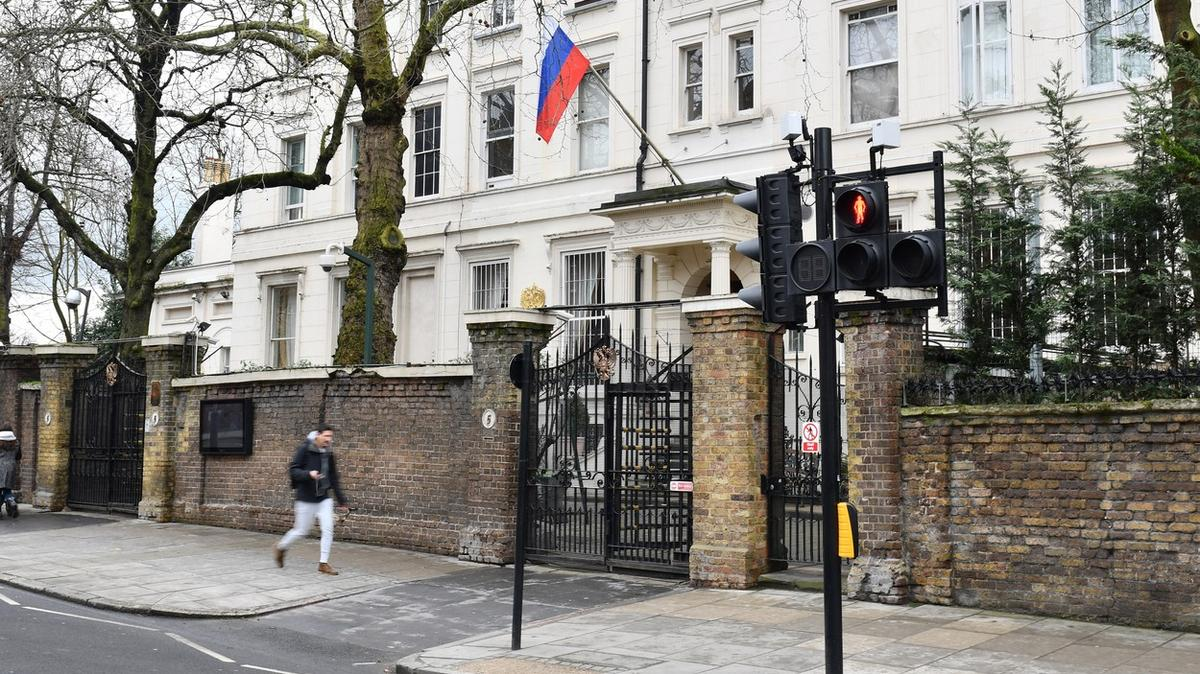 Snazší stíhání ideportace. Británie chce zatočit snepřátelskými špiony