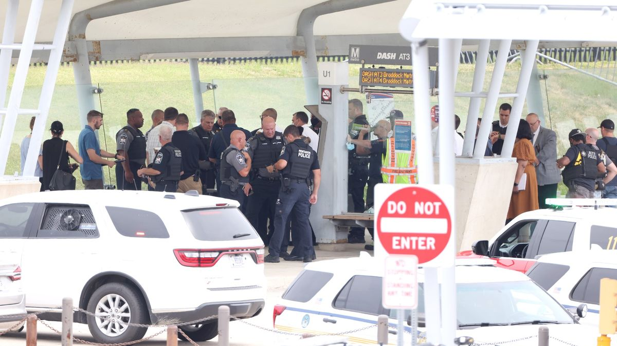 Útok nedaleko Pentagonu. Zemřel policista ipodezřelý zútoku