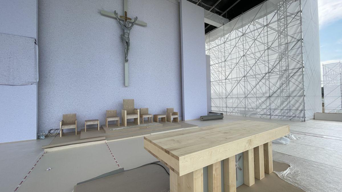 Foto: Obří kříž a 40tisíc věřících před ním, Slovensko se chystá na papeže
