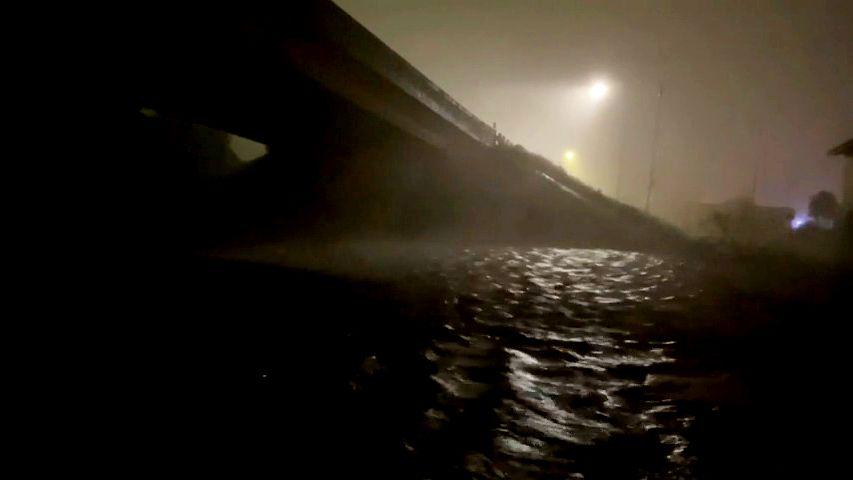 Video: Hurikán Nicholas dorazil na pobřeží Texasu, znovu hrozí povodně