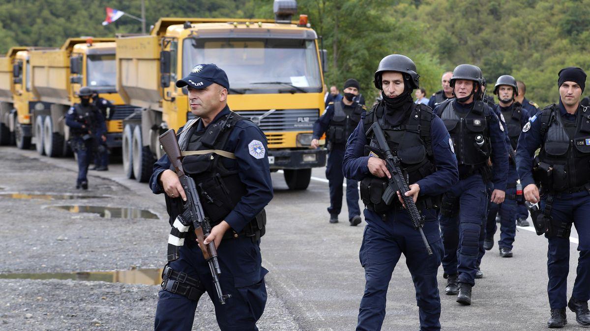 """Video: Vbalkánském """"sudu prachu"""" to vře. Na hranicích jsou policisté iblokády"""