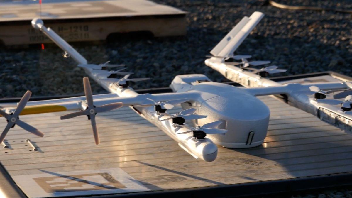 Google má první drony, které doručují nákupy přímo ze střech obchodů
