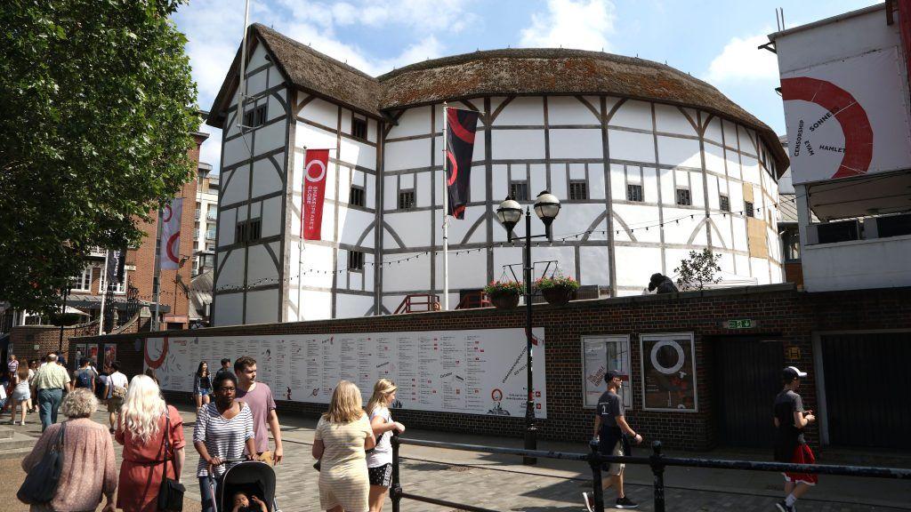 Shakespearovu divadlu Globe hrozí kvůli koronaviru úplné uzavření