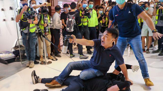 Právní stát vHongkongu skončí, protesty ne, říká aktivista oplánu Číny