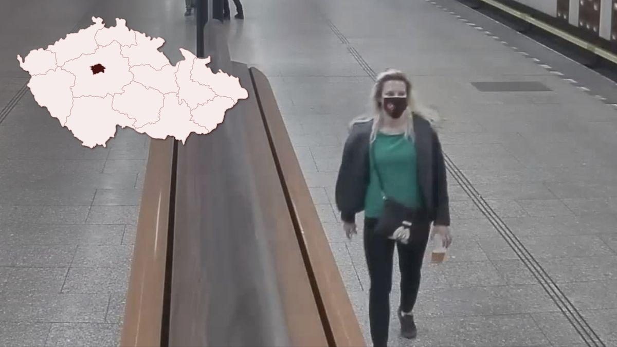 Video: Snožem útočí na ženy. Policie hledá dívku, kterou si vyhlédl jako oběť