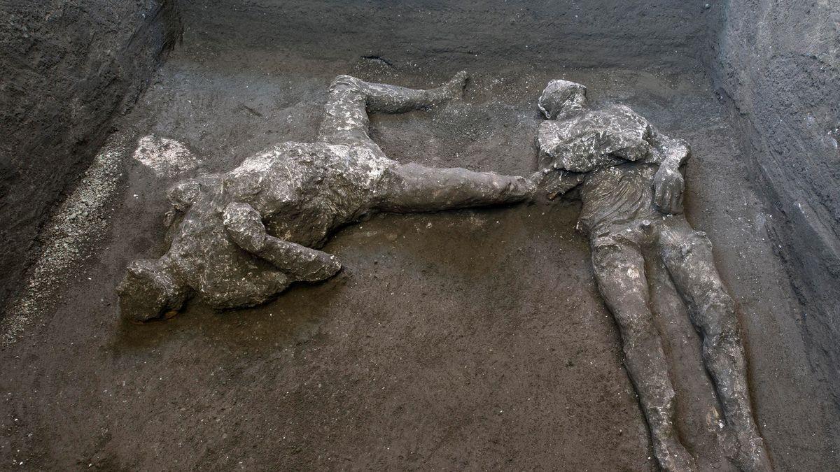 Vykopávky vPompejích odhalily další dvě těla. Nejspíš otroka a jeho pána