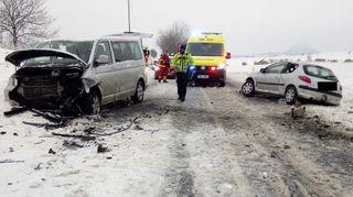 Může napadnout až čtvrt metru sněhu, chumelení večer zavřelo první silnice