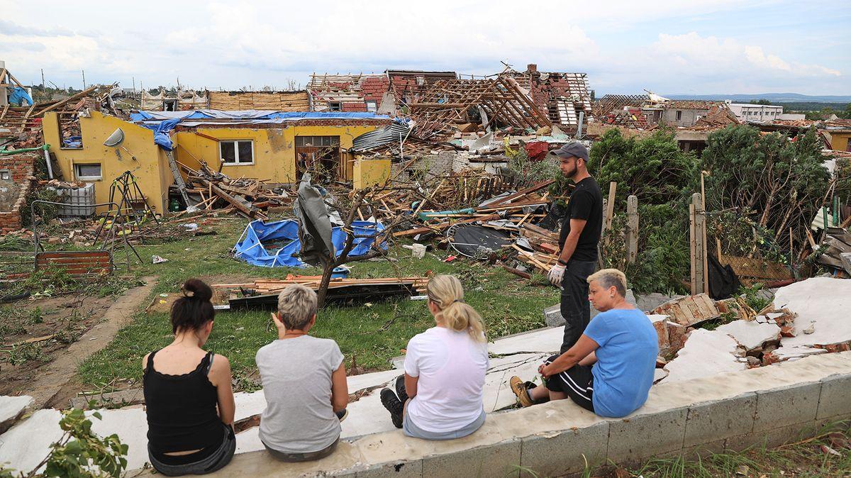 VMikulčicích ordinuje lékařka pod zničenou střechou, dává léky na uklidnění
