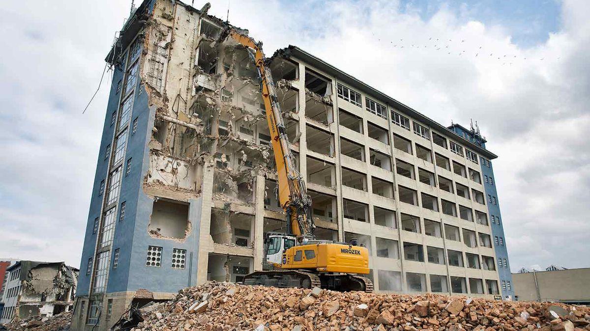 Další sporná demolice vPraze. Kam odsud zmizel nebezpečný azbest?